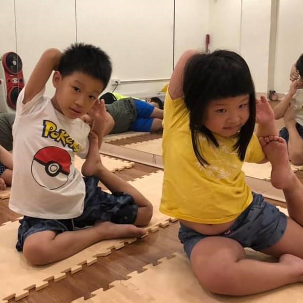 夏令營 遊戲瑜珈